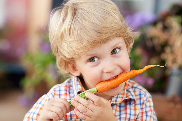 When can toddlers eat raw carrots